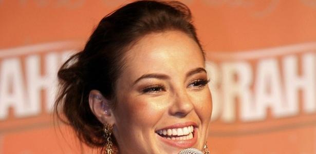 Paola Oliveira, além de rainha de bateria da Grande Rio, é a musa do Camarote da Brahma (21/1/2010)
