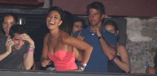 Juliana Paes e o marido, Carlos Eduardo Baptista, em show de Preta Gil (28/01/10)