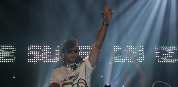 O modelo e DJ Jesus Luz se apresenta no Carnaval do Rio de Janeiro (12/02/2010)