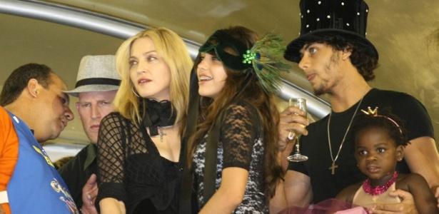 Madonna, Lourdes Maria, Jesus Luz e Mercy acompanham desfile da Imperatriz