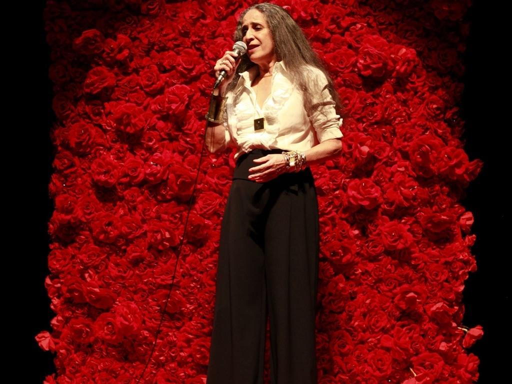Maria Bethânia se apresenta em São Paulo no Teatro Abril (10/12/2009)