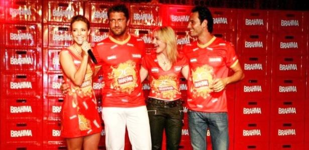 Paola Oliveira, Gerard Butler, Madonna e Rodrigo Santoro em camarote na Sapucaí (14/02/2010)