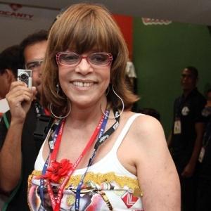 Glória Perez prestigia o desfile das escolas de samba no Rio de Janeiro (15/02/2010)