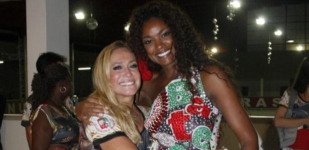 As atrizes Susana Vieira e Cris Vianna vão a ensaio técnico na quadra da Grande Rio, em Caxias (8/2/2011)