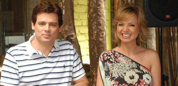 Os apresentadores Celso Portiolli e Eliana apresentam a abertura do Carnaval do SBT (16/2/2011)