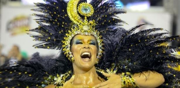 A dançarina Scheila Carvalho desfila com a Unidos de Vila Maria (05/03/2011), escola de São Paulo