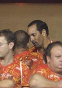 O ex-jogador de futebol Edmundo assiste aos desfiles das escolas de samba do Rio de Janeiro (6/3/2011)
