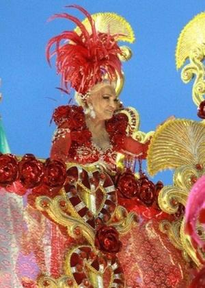 Hebe Camargo no desfile da Beija-Flor