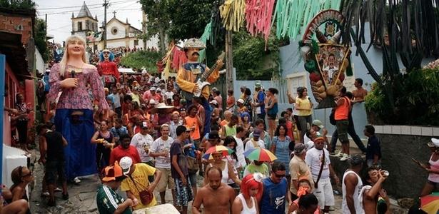 Bloco Bacalhau do Batata prorroga o Carnaval nas ladeiras de Olinda