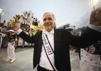 João Carlos Martins, Maria Rita e Ana Hickmann comemoram a vitória com a Vai-Vai no desfile das campeãs