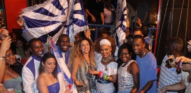 Cantora Daniela Mercury participa de ensaio da Portela