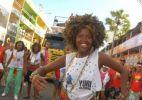 Dançarinos mostram o ritmo angolano no bloco É Com Esse Que Eu Vou