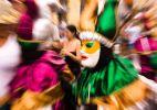 Folia dos Papangus desfila em Bezerros (PE)