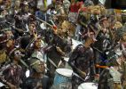Ala de Canto e Arto Lindsay animam foliões em Salvador