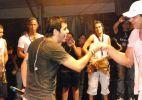 Tomate dança com Xanddy no Ensaio do Harmonia em Salvador