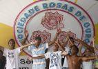 Integrantes da Rosas de Ouro comemoram título do Carnaval 2010