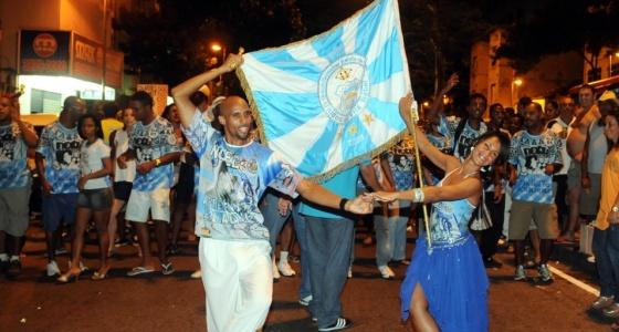 Júlio César da Conceição Nascimento e Rute Alves no ensaio de rua da Vila Isabel (27/1/10)