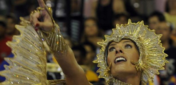 Adriane Galisteu desfila na Unidos da Tijuca no Carnaval 2009