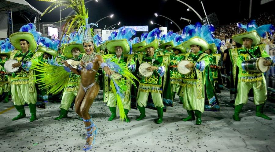 Rainha de bateria, Gracyanne Barbosa desfila com a Império de Casa Verde