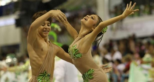 Casal mirim da comissão de frente da Mocidade representaram Adão e Eva