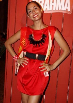 A atriz Camila Pitanga posa em camarote no Carnaval carioca (15/02/2010)