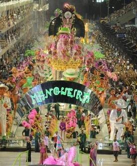 Mangueira desfila na Sapucaí (15/02/2010)