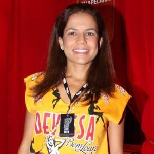 Nívea Stelmann chega a camarote na Sapucaí (15/02/2010)