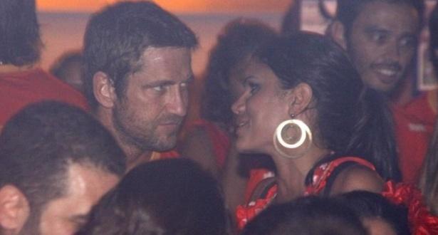 Gerard Butler e a modelo Beatriz Coelho no camarote da Brahma (15/2/10)