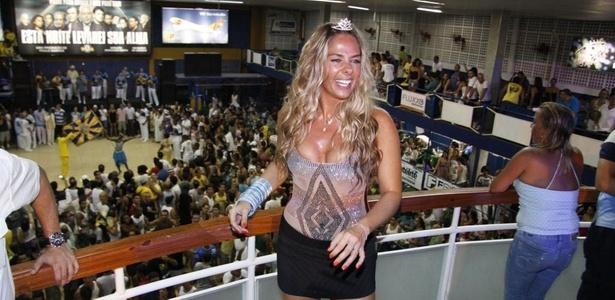 Adriane Galisteu vai a ensaio técnico da Unidos da Tijuca na quadra da escola, na zona norte do Rio (22/1/2011)