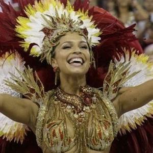 Grazi Massafera desfila pela Grande Rio em 2008