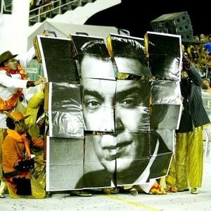 """Desfile da Tom Maior em 2010 teve como enredo """"Brasilia, do Sonho à Realidade... Uma Homenagem de São Paulo aos 50 Anos da Capital Coração do Brasil"""""""