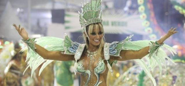 Juju Panicat desfila na Mancha Verde representando a Rainha das Águas, personagem de Júlio Verner (04/03/2011)