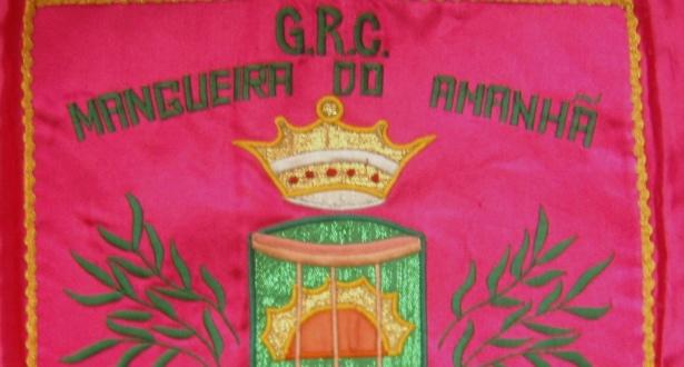 Bandeira da escola Mangueira do Amanhã