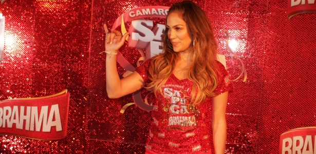 Jennifer Lopez em momento de chegada na Sapucaí